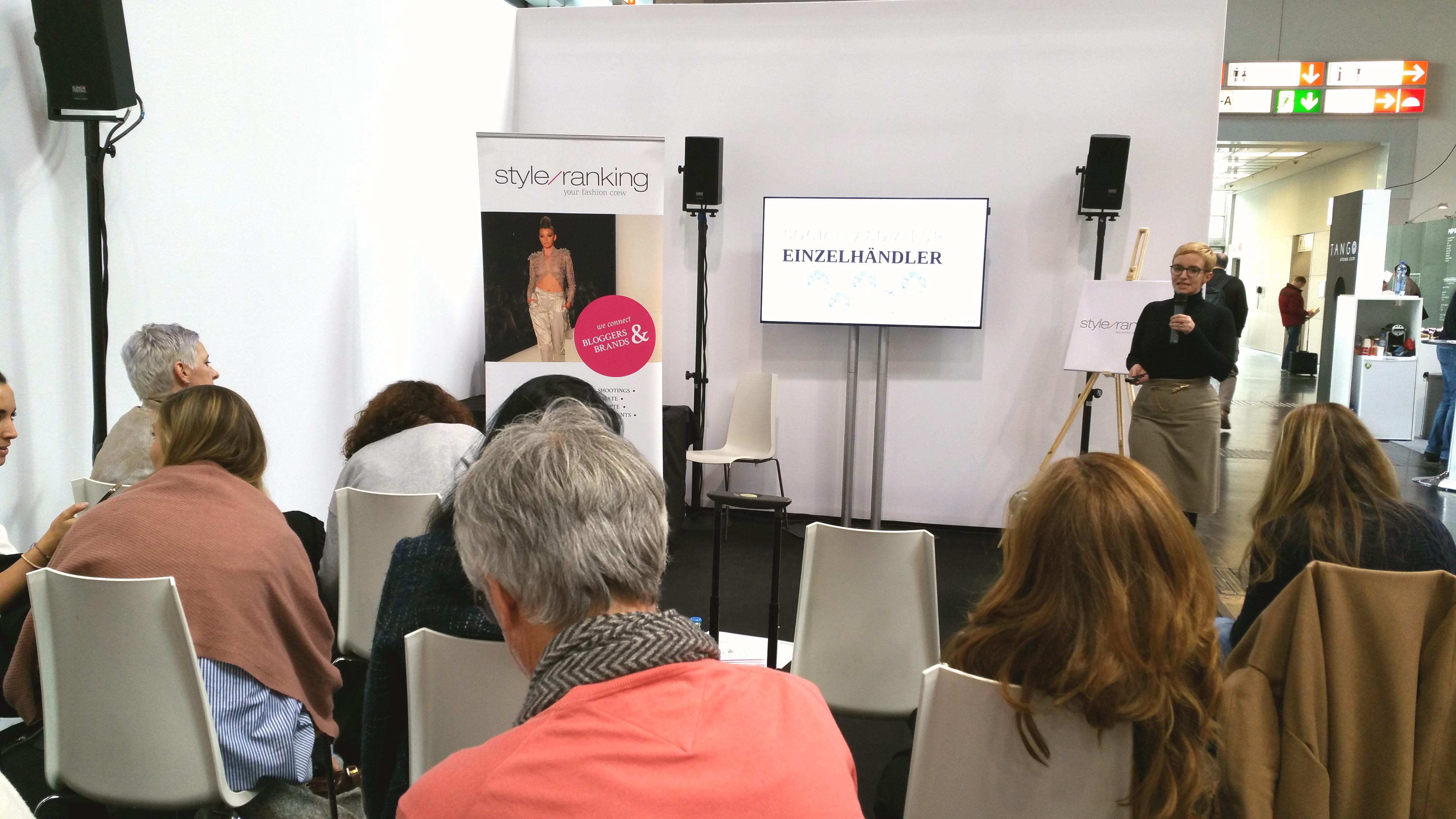 Gesche Hansen von Style Ranking bei ihrem Social-Media-Vortrag für Einzelhändler.