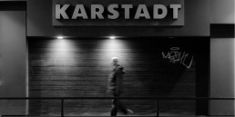 Online goes offline? Karstadt will den Onlinehandel stationär einbinden.