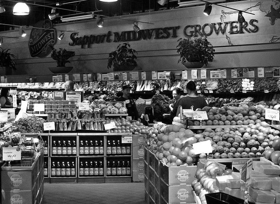 Amazon kauft Whole Foods und senkt mal eben die Preise - drastisch.