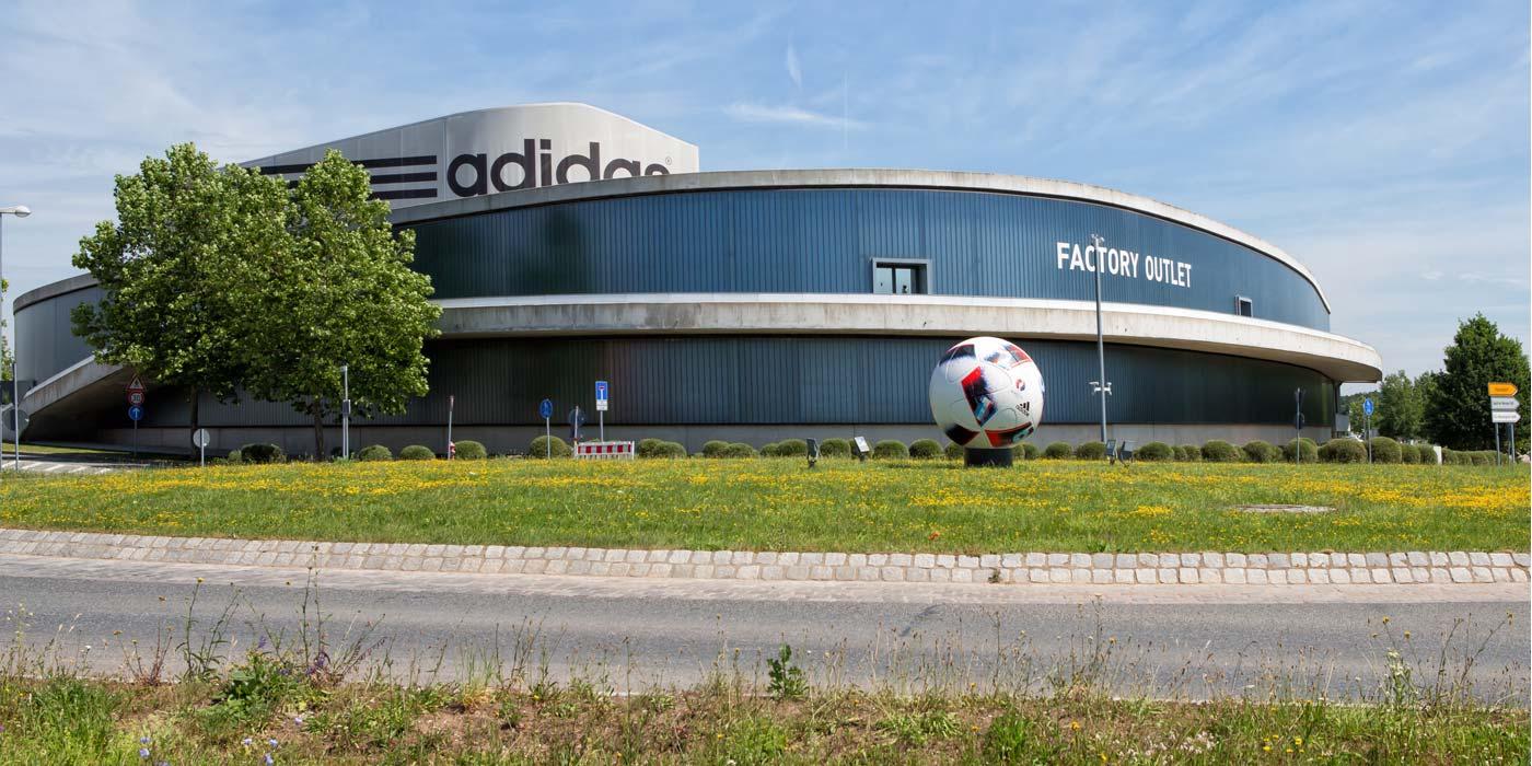 adidas in Deutschland hat mittlerweile auch eine Multi-Channel-Strategie - Russland zieht nun nach.