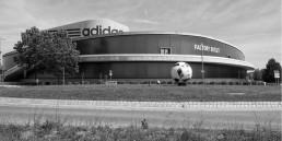 adidas will auch in Russland Angebote schaffen, wie Onlineshops, Fabrikverkauf - Multi-Channel halt.