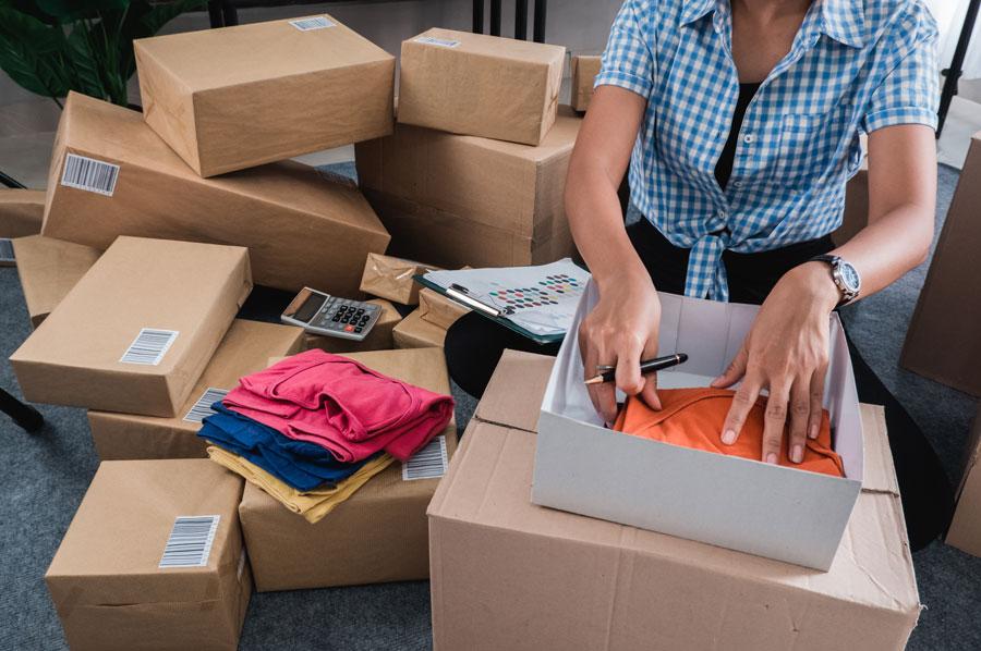 haendlering beim verpacken gegaxter auftraege von gaxsys